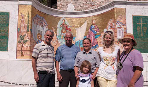 The family from Goce Delchev - Bulgaria front the mosaic in Kavala after they came to Jesus there